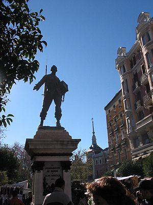 El Rastro - Statue of Eloy Gonzalo in the Plaza de Cascorro.