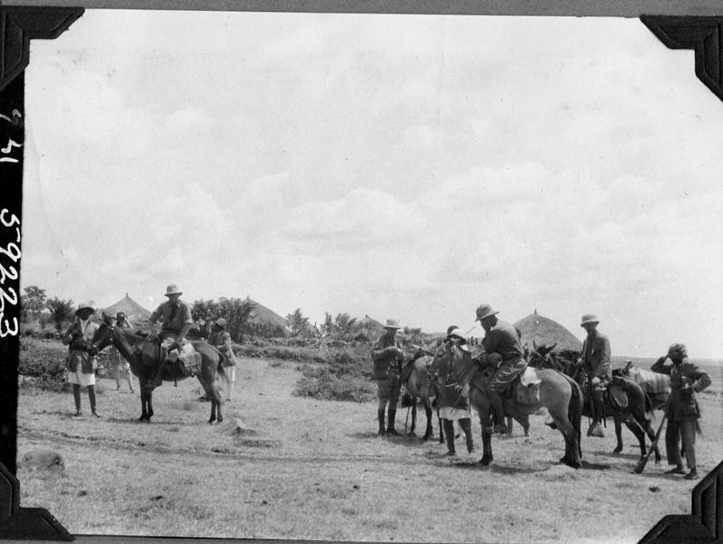 File:Expedition members on horses (3948018711).jpg