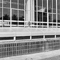 Exterieur tabaksfabriek, half boven de grondse directie- of inspectiegang met stalen afdekking en zwarte betegelde plint - Rotterdam - 20002322 - RCE.jpg