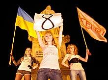 220px-FEMEN_Calls_for_Sex-Boycott Dia Internacional da Mulher: a origem operária do 8 de Março