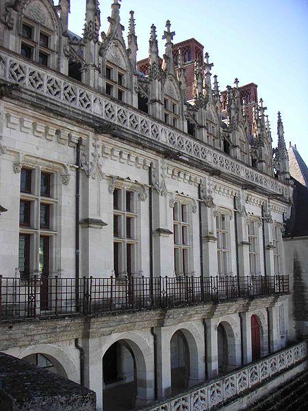 Fichier:Façade vue de la Loire Château d'Amboise.JPG