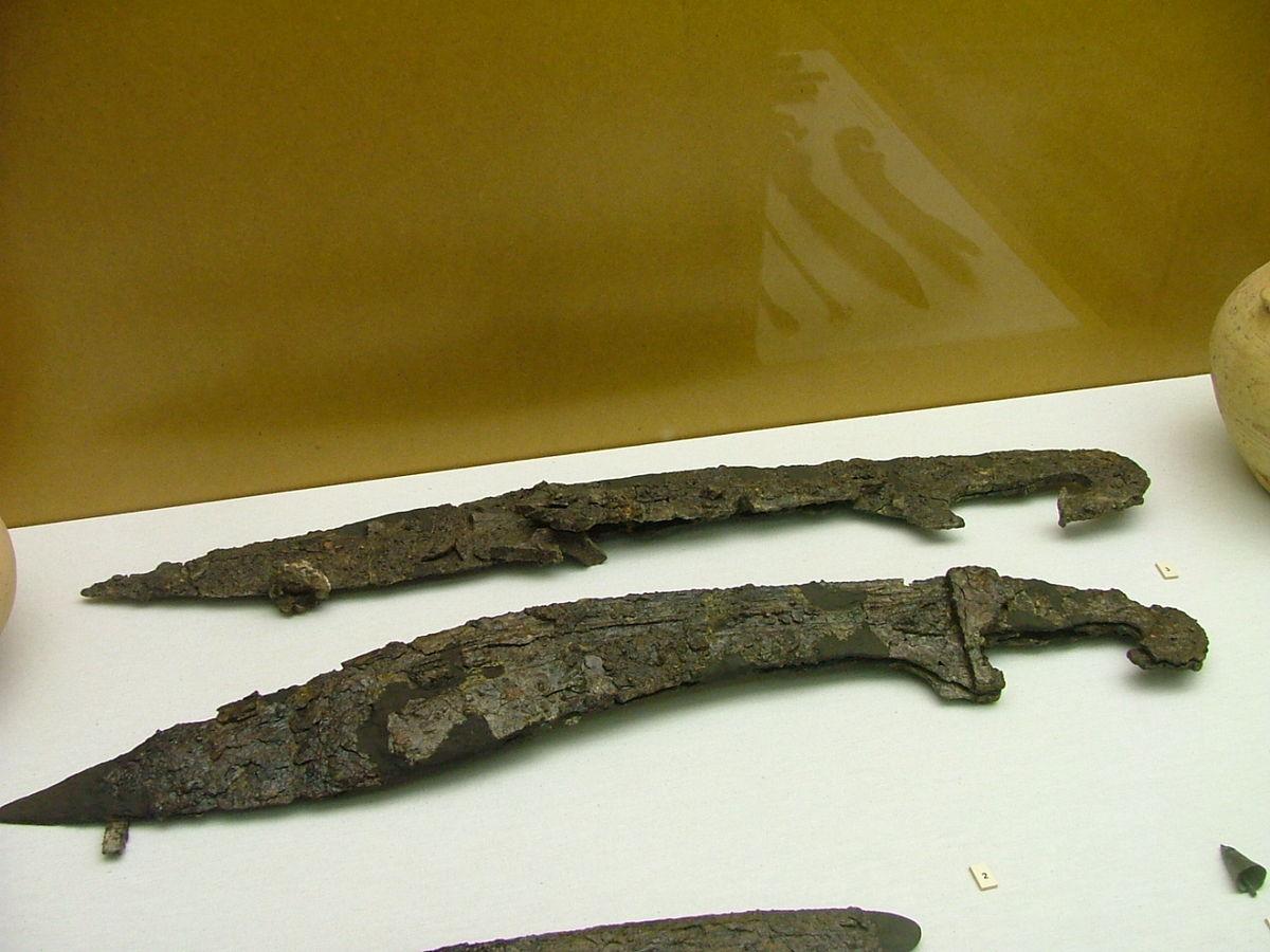 File:Falcatas iberas 2 (Museo de Prehistoria de Valencia).JPG ...