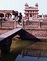 Fatehpur Sikri-20-Palast-Hof-Bruecke-1976-gje.jpg