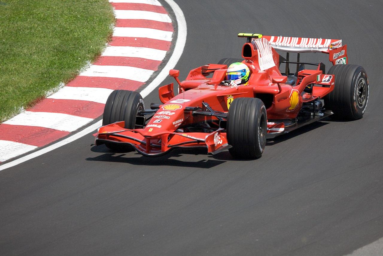 Felipe Massa na Ferrari v roce 2008, kdy jen těsně přišel o mistrovský titul (foto: Wikipedia)
