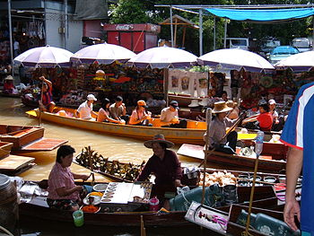 The floating market at Damnoen Saduak in Ratch...