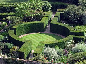 Sissinghurst Castle Garden - Image: Formal Gardens at Sissinghurst Castle geograph.org.uk 1387062