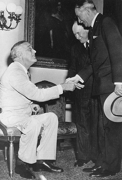 File:Franklin D. Roosevelt, Czechoslovakian Ambassador Vladimir Hurban and Czechoslovakian President E. Benes in... - NARA - 196061.jpg