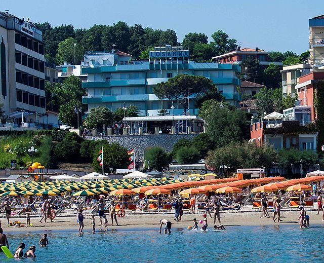 Gabicce Mare. Spiaggia sotto i Giardini Unità d'italia