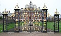 Gates to Kensington Palace (24156107225).jpg