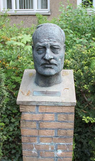 Albrecht Haushofer - Memorial to Haushofer at Kurzebracker Weg 40, Berlin-Heiligensee.