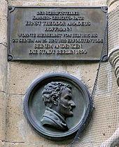 Berliner Gedenktafel in der Charlottenstraße 56 (Quelle: Wikimedia)