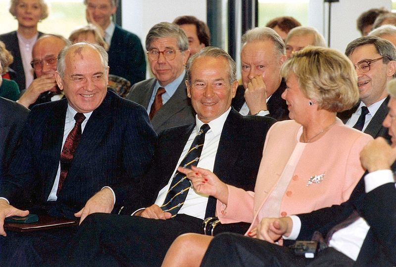 File:Gorbatschow in Gütersloh 1992.jpg