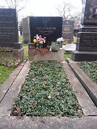 Grab von Annie Rosar auf dem Wiener Zentralfriedhof, 33A-1-26 (Dez. 2014).jpg