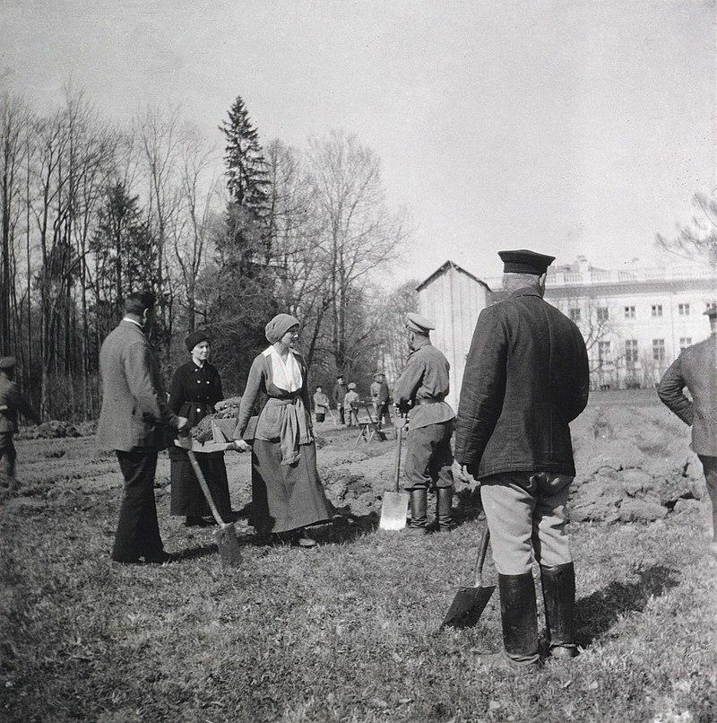 Grand Duchess Tatiana carrying a litter of dirt during internment at Tsarskoe-Selo 1917.jpg