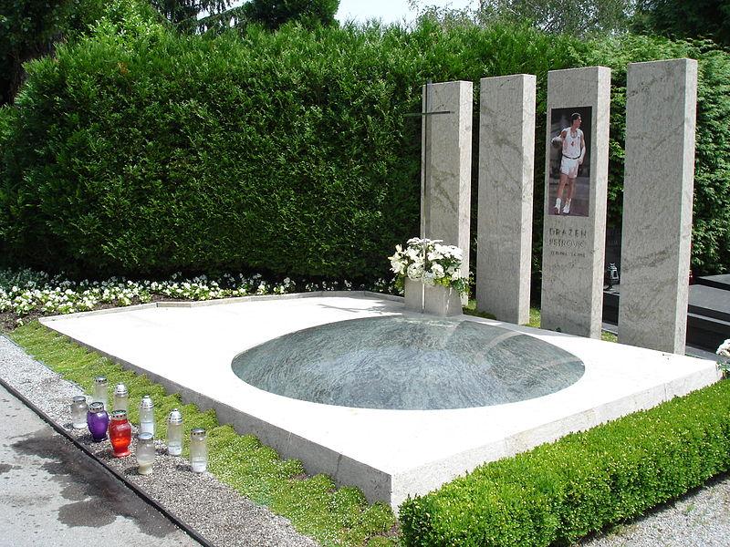 File:Grave Drazen Petrovic 1.jpg