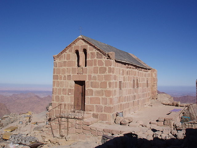 http://upload.wikimedia.org/wikipedia/commons/thumb/9/9c/Greek_Orthodox_Chapel_at_top_of_Mt_Sinai.jpg/640px-Greek_Orthodox_Chapel_at_top_of_Mt_Sinai.jpg?uselang=ru