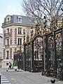 Grille parc Monceau, place du Général-Brocard, rue Van-Dyck, Paris 8e.jpg