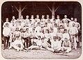 Gruppbild manliga studenter med fäktutrustning Gymnastiska Centralinstitutet Stockholm ca 1901 gih0136.jpg