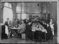 Hôtel Mercédès - Restaurant à prix réduit la Familiale, installé à l'hôtel Mercedes pour les réfugiés des régions envahies - Paris 16 - Médiathèque de l'architecture et du patrimoine - APZ0002168.jpg