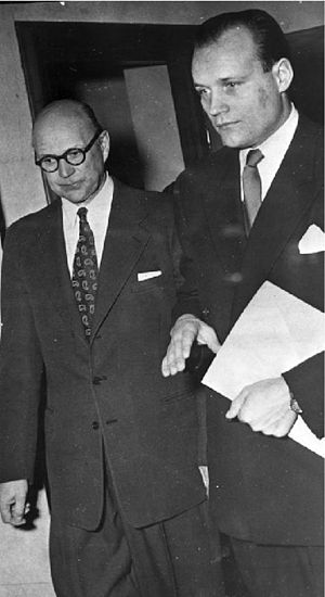 Haijby affair - Kurt Haijby (left) and lawyer Henning Sjöström on the way to trial on charges of extortion against the Royal Court.