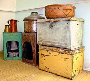 Tin box - Large decorated tin trunks