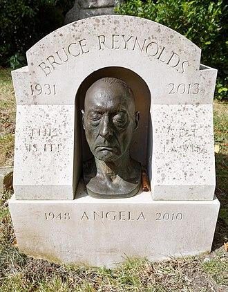 Bruce Reynolds - Reynold's grave in Highgate Cemetery.