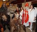 Hl. Nikolaus in Begleitung des Krampus und Engeln.jpg
