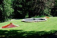 Hollenegg Schloss barocke Brunnenschale östlich.jpg