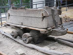 Одна из сохранившихся вагонеток для деревянных рельсовых дорог