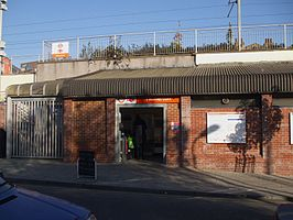 Homerton station entrance.JPG