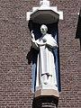 Huissen (Lingewaard) kapel Dominicanenklooster, gevelbeeld St.Dominicus op de kapel.JPG