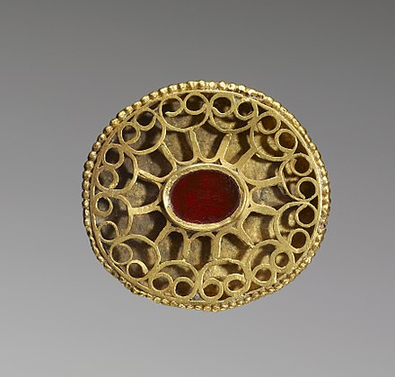 A Hunnish oval openwork fibula set with a carnelian and decorated with a geometric pattern of gold wire, 4th century, Walters Art Museum Hunnish - Fibula - Walters 57558.jpg