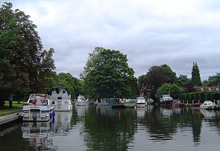 Hurley Lock lock and weir on the River Thames in England
