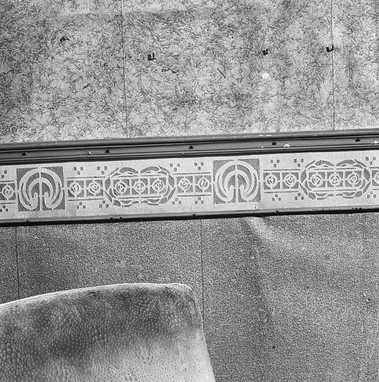 File interieur woonkamer lambrisering art deco midwolda 20298637 wikimedia - Woonkamer deco ...