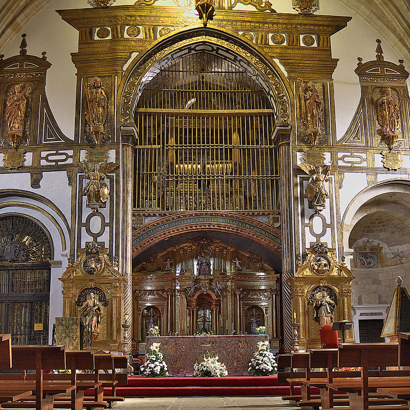 Iglesia de San Pedro y San Ildefonso (Zamora). Capilla mayor.jpg