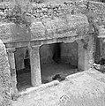 Ingangen naar ondergrondse kamers in een opgraving van het Sanhedrin (Joodse ger, Bestanddeelnr 255-2405.jpg