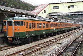 Shin'etsu Main Line - Image: JNR 115 1000 shonan calor Taka