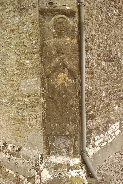 Église Saint-Vigor de Joganville - gisant debout du XIIe représentant un chevalier