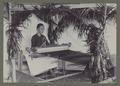KITLV - 5651 - Kurkdjian, N.V. Photografisch Atelier O. - Soerabaja - Female songket weaver in Surabaya - circa 1925.tif