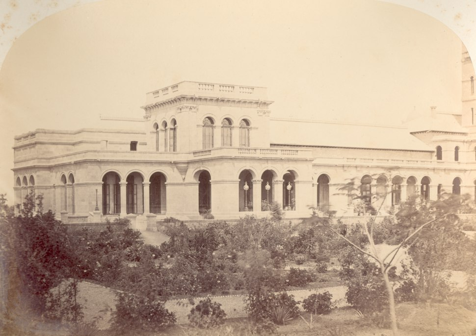 KITLV 100082 - Unknown - Government House of the British authority at Gunesh Khind at Poona in India, seen from the east - Around 1875.tiff