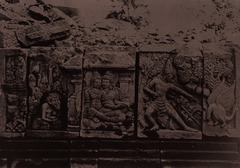 KITLV 155171 - Kassian Céphas - Reliefs on the terrace of the Shiva temple of Prambanan near Yogyakarta - 1889-1890.tif