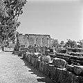 Kapernaum Gezicht op de gedeeltelijk gereconstrueerde synagoge uit de derde eeu, Bestanddeelnr 255-1528.jpg