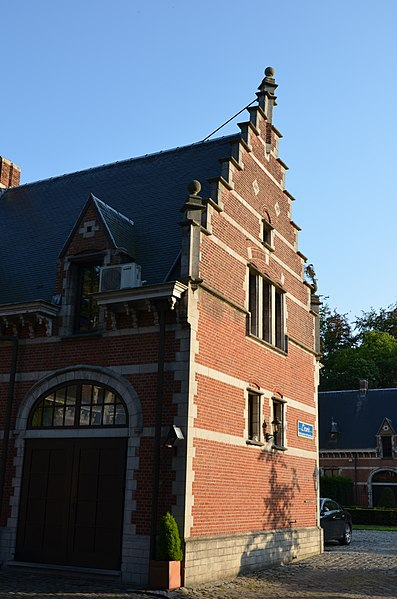 Picture of one of the crow-stepped gables of Kasteel Solhof, a castle on the Baron van Ertbornstraat, Aartselaar. It currently hosts a hotel and is also a monument on the Flemish heritage list (number 12419).