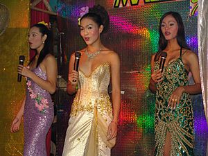 Pattaya: Kathoeys on the stage of a cabaret show.