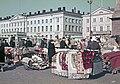 Kauppatori, mattojen ja ryijyjen myyntiä - XLVIII-1096 - hkm.HKMS000005-km0000m3c5.jpg