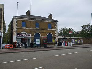 Kew Bridge railway station - Kew Bridge station building,  current entrance to the right.