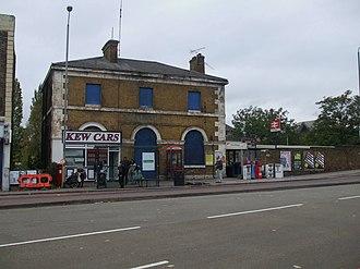 Kew Bridge railway station - Kew Bridge station building,  current entrance to the right.