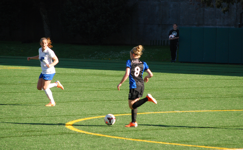 Little in a match against the Boston Breakers, April 2014 Kim-reign-2014.png