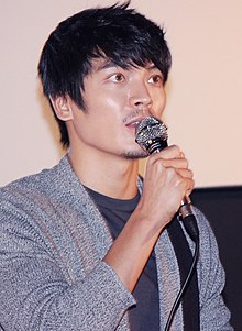 "Kim Sung-oh at ""Tough as Iron"" stage greeting in Busan, 5 October 2013.jpg"