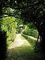 Kloostertuin St-Gregor, Missiehuis St-Michael, Steyl - zicht naar Mariaprieeltje 1.jpg
